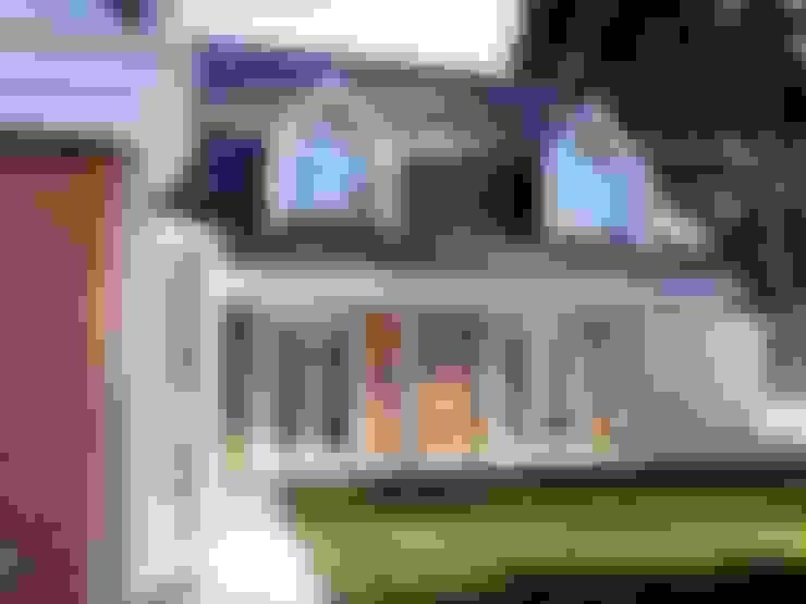 PATIO INTERIOR, SALA COMEDOR: Casas unifamiliares de estilo  por Brassea Mancilla Arquitectos