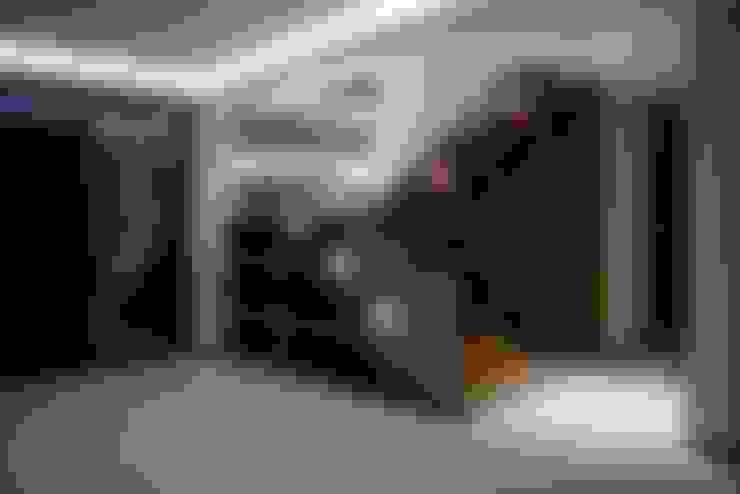 ESCALERAS: Vestíbulos, pasillos y escaleras de estilo  por GRUPO WALL ARQUITECTURA Y DISEÑO SA DE CV