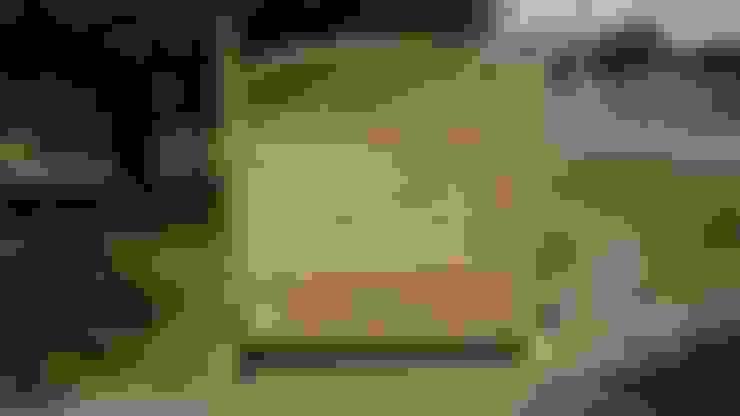 Piedistallo MAGIC EASEL in legno per grigliati e frangivista: Giardino in stile  di ONLYWOOD
