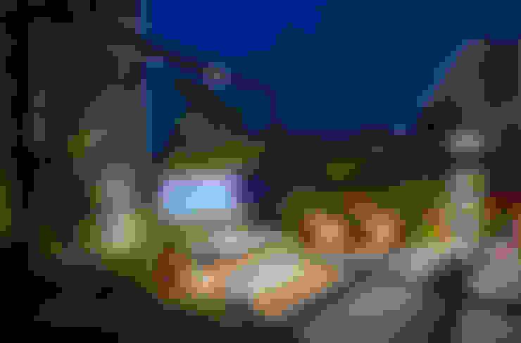 夜晚露臺的燈光景色,加上水池燈光變幻,猶如身處峇厘島度假:  露臺 by 大地工房景觀公司