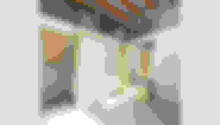 Pasillos y hall de entrada de estilo  por LaBoqueria Taller d'Arquitectura i Disseny Industrial