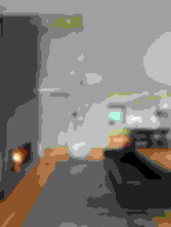 Livings de estilo  por studio antonio perrone architetto