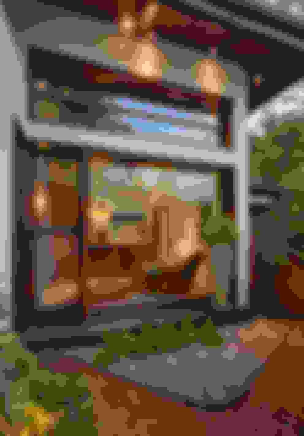 Puertas y ventanas de estilo  por monica khanna designs