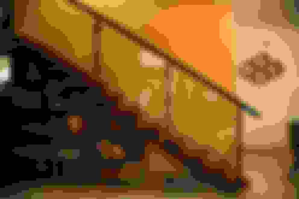 Corredores e halls de entrada  por Aayam Consultants