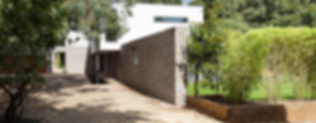 Jardines de estilo moderno por AR Design Studio