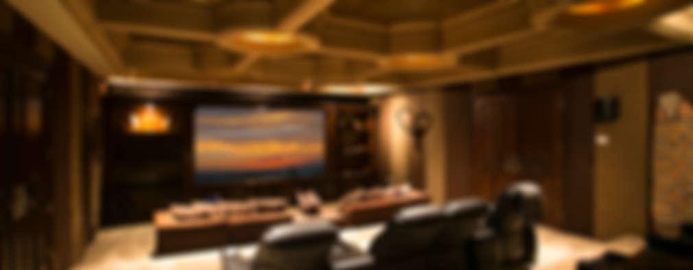 Sala de Cine: Salas multimedia de estilo clásico por Guillermo Cardenas