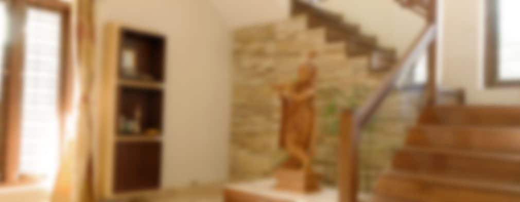 Corridor & hallway by Cozy Nest Interiors