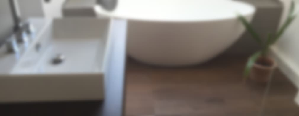 Baños de estilo moderno por Badeloft GmbH