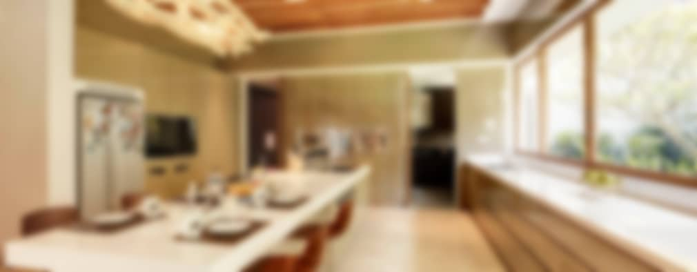 Luxurious Tropical Home: tropical Living room by ANSANA