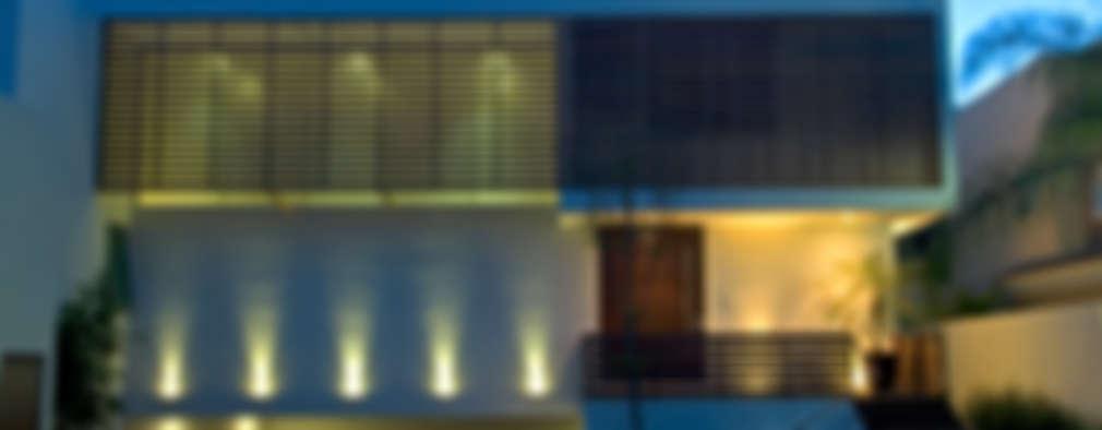 Fachada principal.: Casas de estilo moderno por TaAG Arquitectura