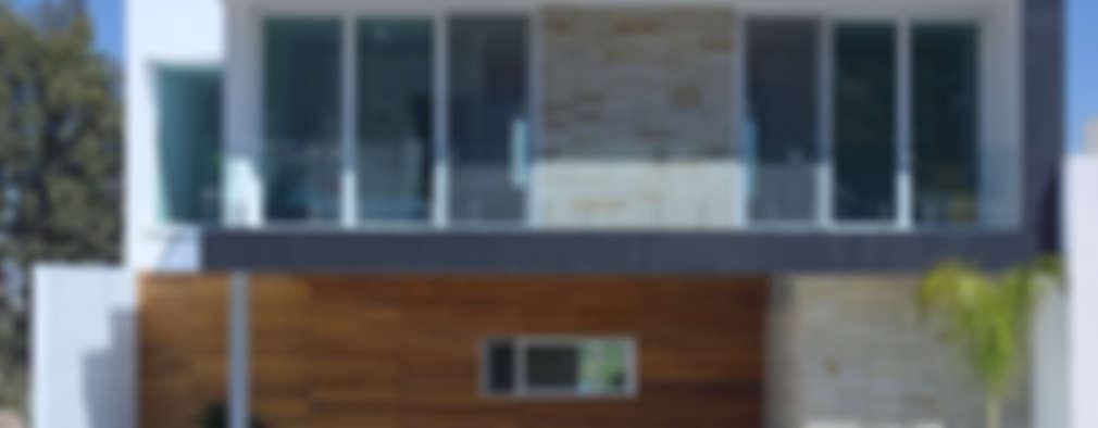 Fachada Principal, Estudio fotográfico preliminar.: Casas de estilo moderno por TaAG Arquitectura