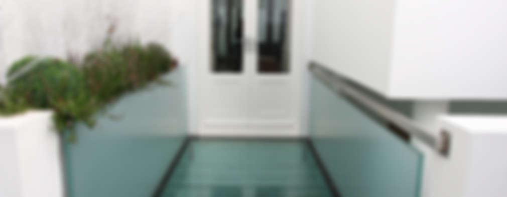 Jardines de estilo minimalista por IQ Glass UK