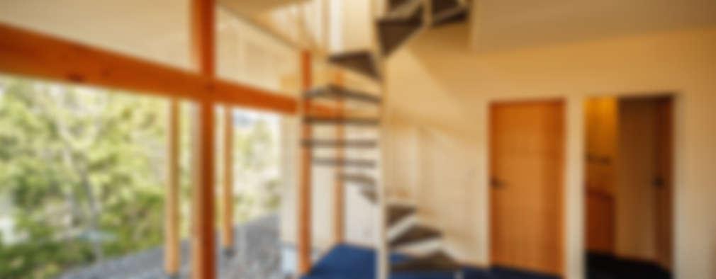 Pasillos y vestíbulos de estilo  por 傳寶慶子建築研究所