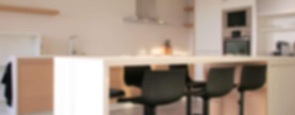Appartement à Cannes meublé entièrement par wm: Cuisine de style de style Moderne par WM