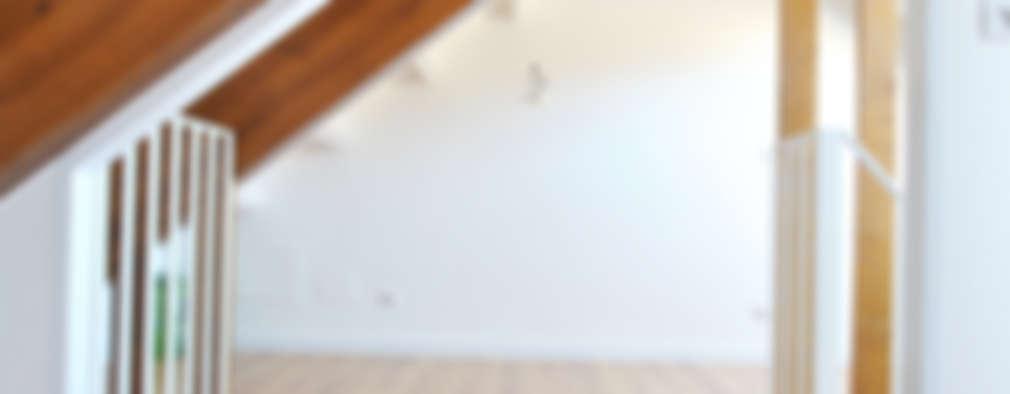 Projekty,  Korytarz, przedpokój zaprojektowane przez Estudio de Arquitectura Sra.Farnsworth