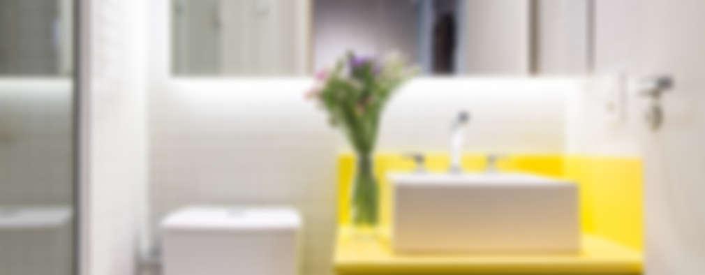 Baños de estilo  por Semerene - Arquitetura Interior