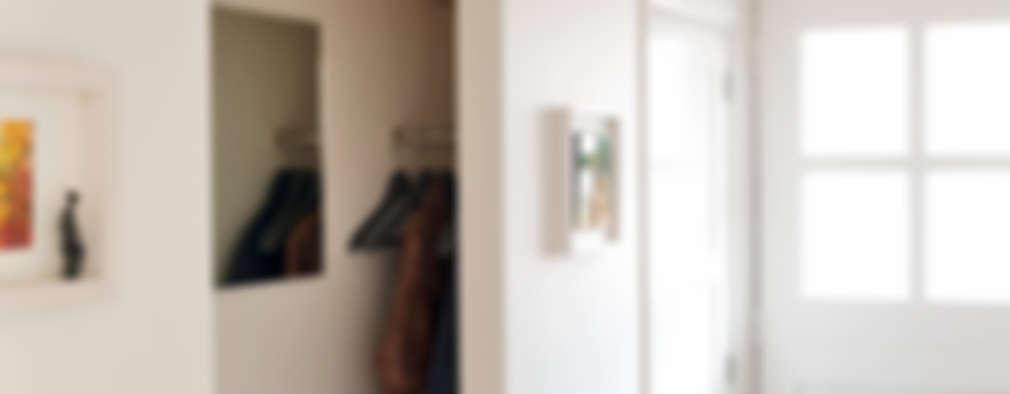 Pasillos y recibidores de estilo  por Jolanda Knook interieurvormgeving