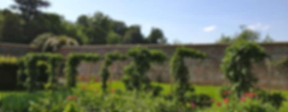 country Garden by Roeder Landscape Design Ltd