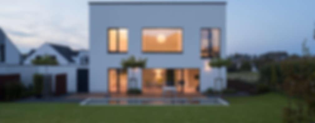 Casas de estilo moderno por SCHAMP & SCHMALÖER