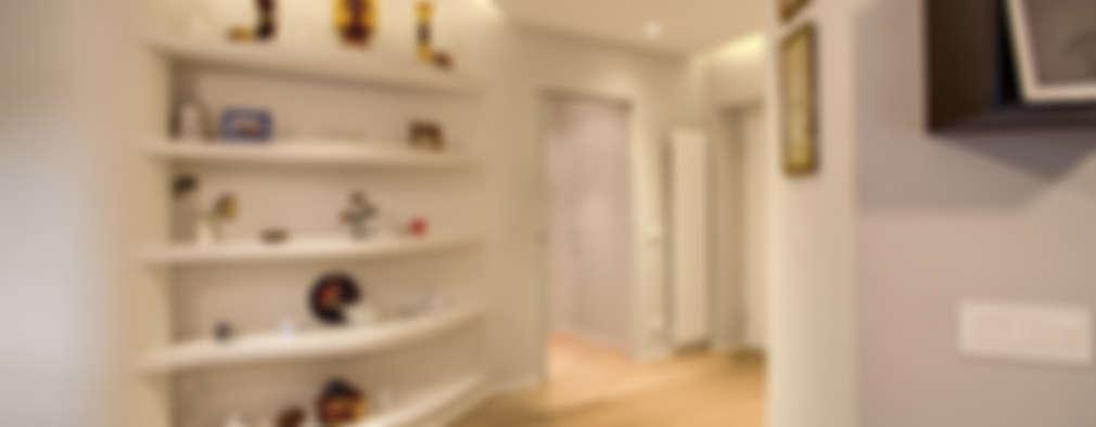 Pasillos y recibidores de estilo  por MOB ARCHITECTS