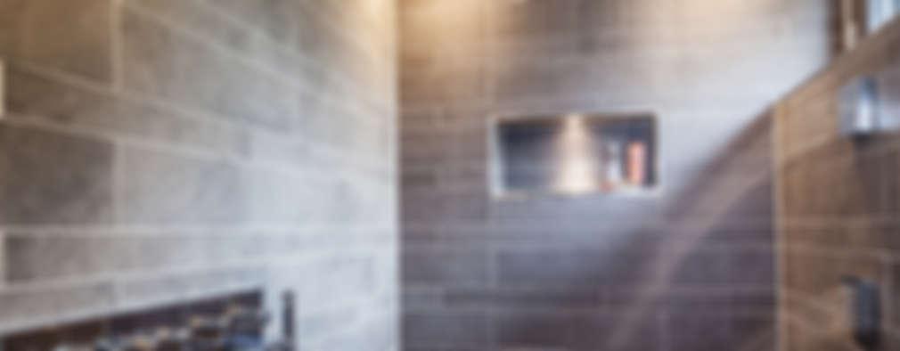 Baños de estilo moderno por ONE!CONTACT - Planungsbüro GmbH