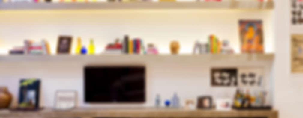 غرفة المعيشة تنفيذ PAULA BITTAR ARQUITETURA