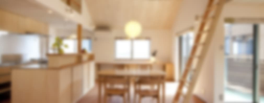 Salas / recibidores de estilo escandinavo por 光風舎1級建築士事務所