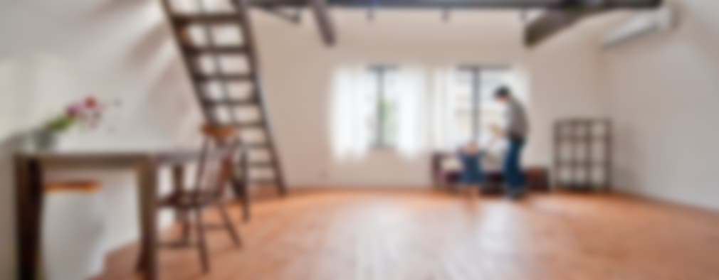 modern Living room by 株式会社リボーンキューブ