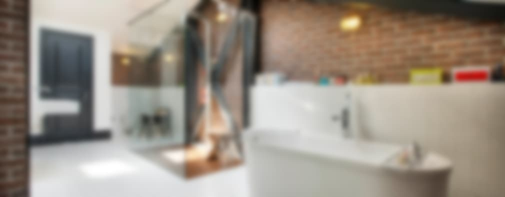 Baños de estilo industrial por Udesign Architecture