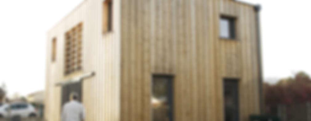 maison bioclimatique: Maisons de style de style Moderne par ATELIER ARTEFAKT