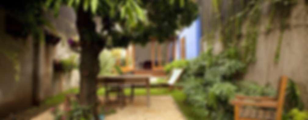 Jardines de estilo moderno por Ana Sawaia Arquitetura