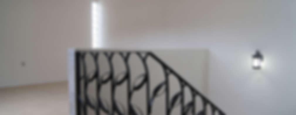 Pasillos y recibidores de estilo  por Itech Kali