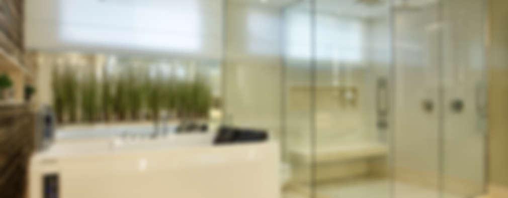 modern Bathroom by Arquitetura e Interior