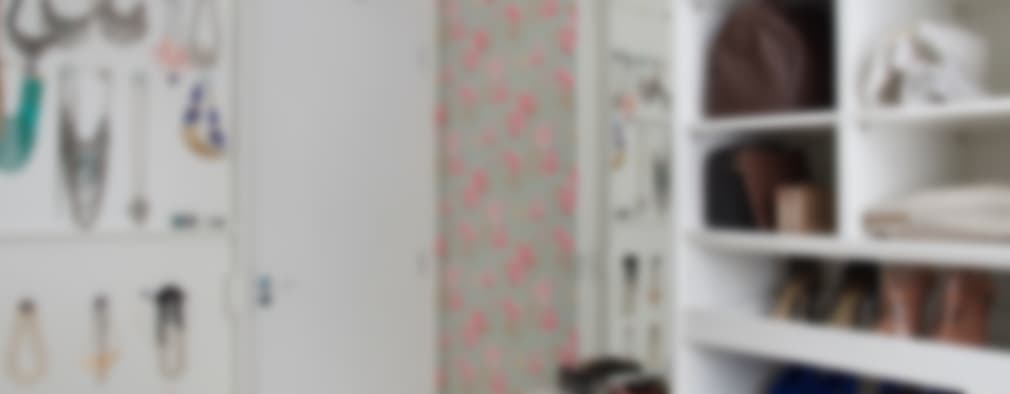 Vestidores de estilo moderno por Carolina Mendonça Projetos de Arquitetura e Interiores LTDA