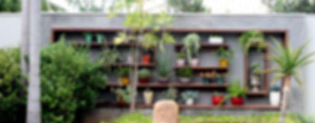 Detalhes dos muros: Jardins tropicais por RABAIOLI I FREITAS