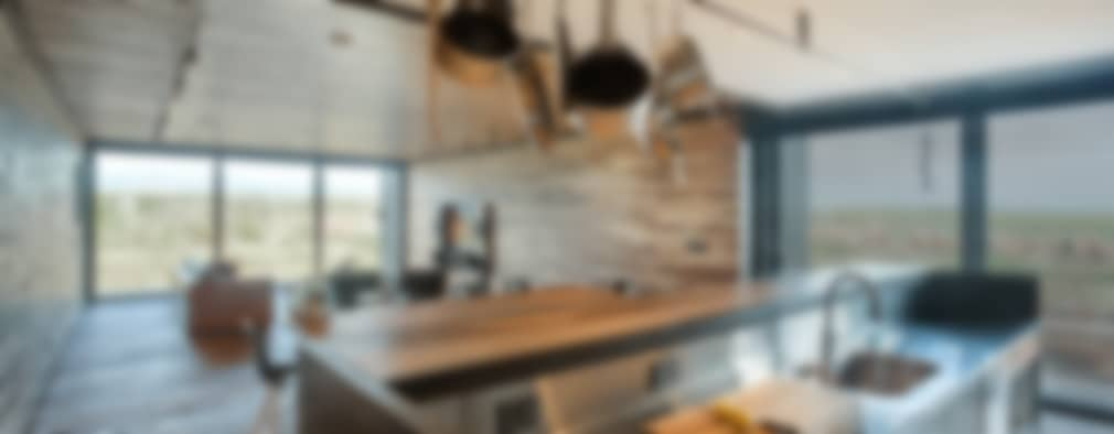 Casa Evans: Cocinas de estilo moderno por A4estudio