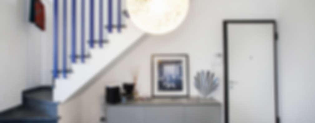 Pasillos y vestíbulos de estilo  por Alessandro Corina Interior Designer