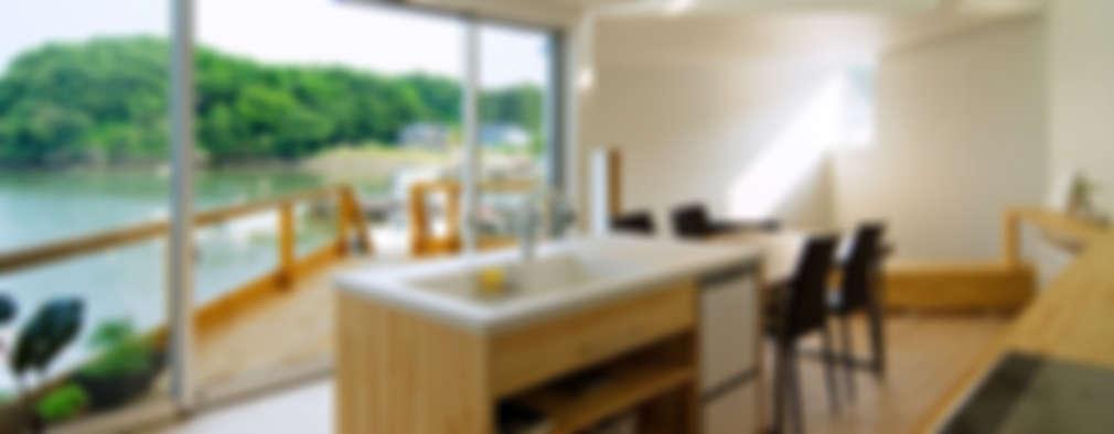 Cocinas de estilo moderno por 関建築設計室 / SEKI ARCHITECTURE & DESIGN ROOM