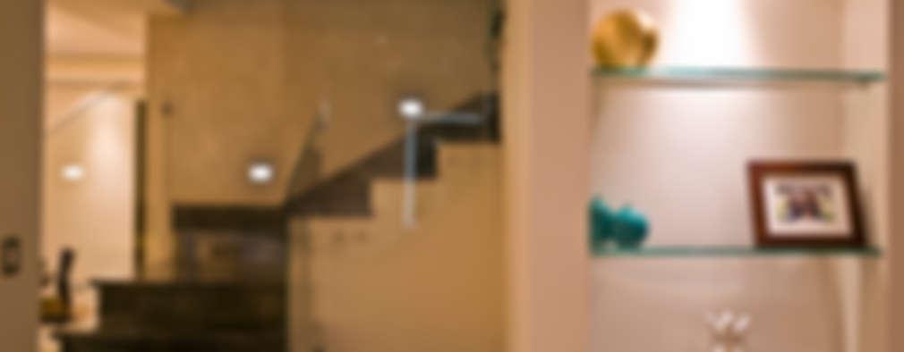 Couloir, Entrée & Escaliers de style de style Moderne par fc3arquitectura