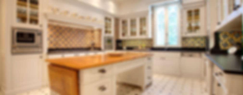 Progettazione e realizzazione cucina a Lido di Venezia: Cucina in stile in stile Classico di Riccardo Barthel