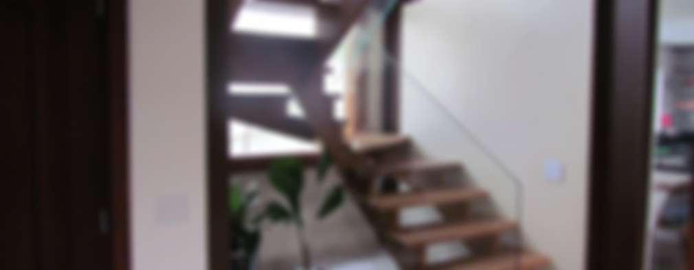 Pasillos y recibidores de estilo  por Ana Donadio Arquitetura