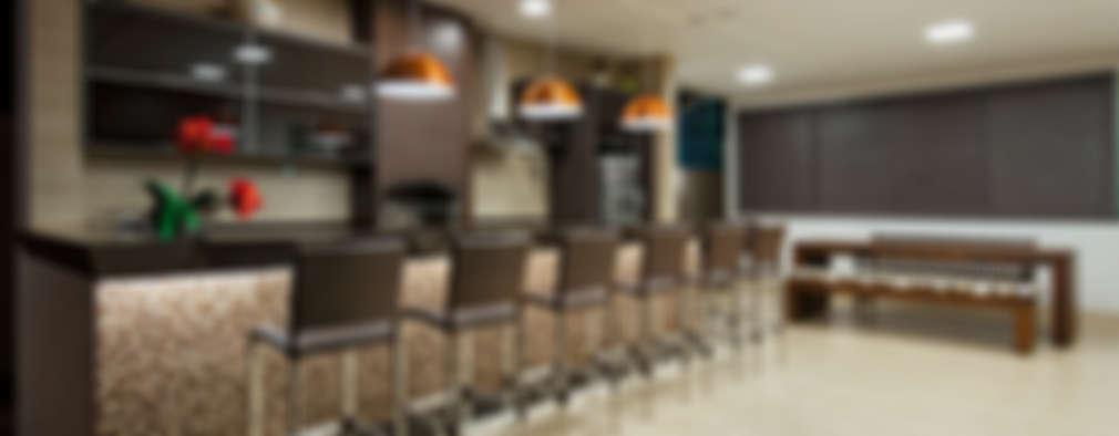 بلكونة أو شرفة تنفيذ Livia Martins Arquitetura e Interiores