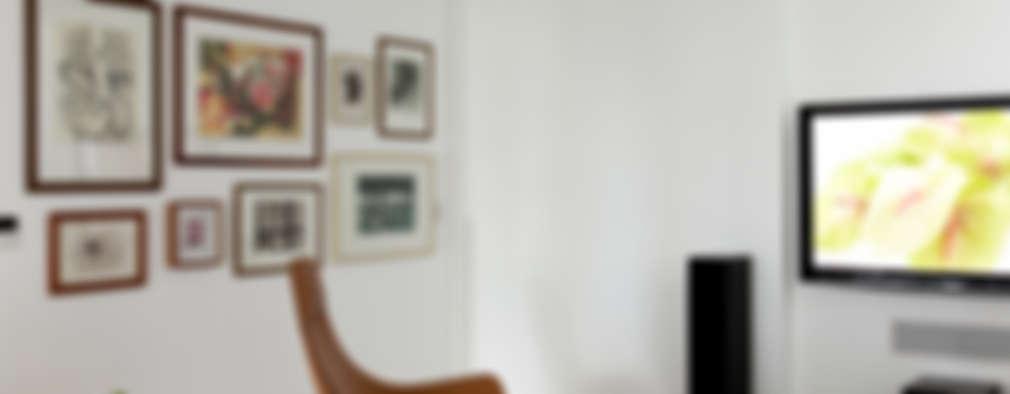 غرفة الميديا تنفيذ DIEGO REVOLLO ARQUITETURA S/S LTDA.