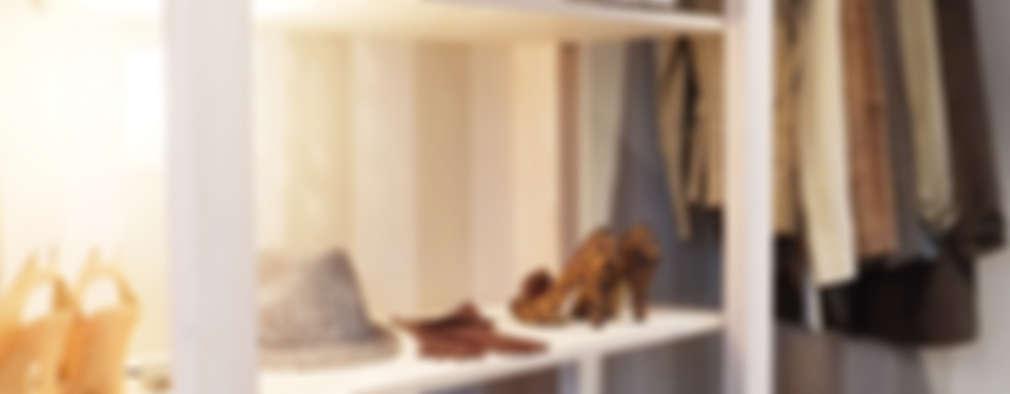 Vestidores y closets de estilo escandinavo por Contesini Studio & Bottega