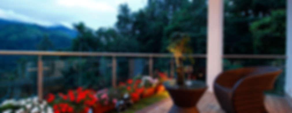 Outdoor deck:  Terrace by Savio and Rupa Interior Concepts