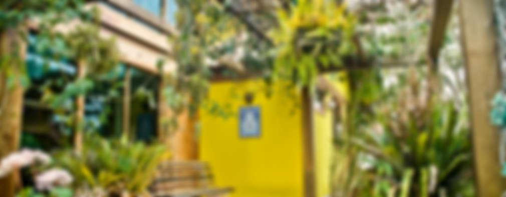 Casa MVDA: Terraços  por CARLOS EDUARDO DE LACERDA ARQUITETURA E PLANEJAMENTO LTDA.