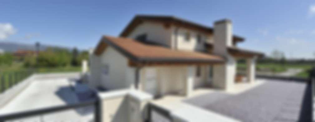 Casas de estilo clásico por studio arch sara baggio