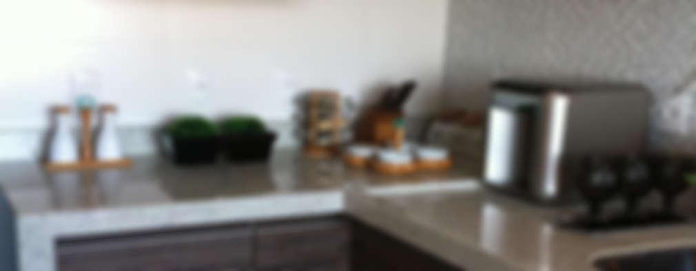 classic Kitchen by BEATRIZ DANELON | Arquitetura e Interiores