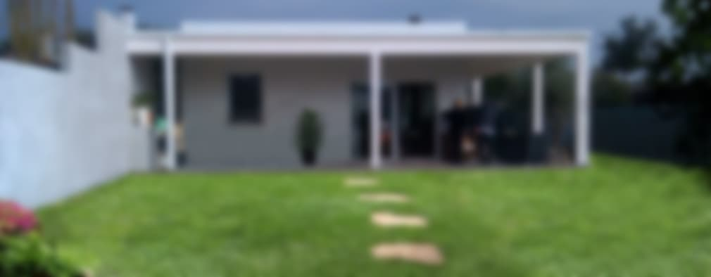 Casas de estilo moderno por Technowood srl