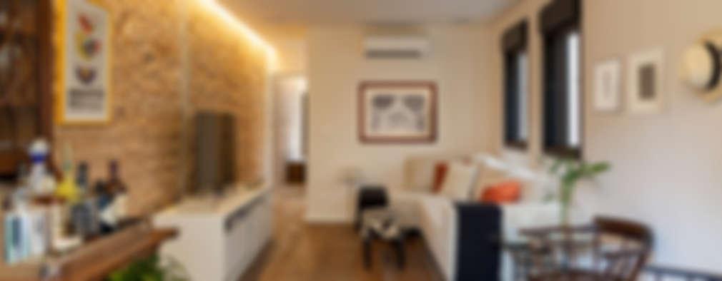 Salas multimedia de estilo ecléctico por Tria Arquitetura